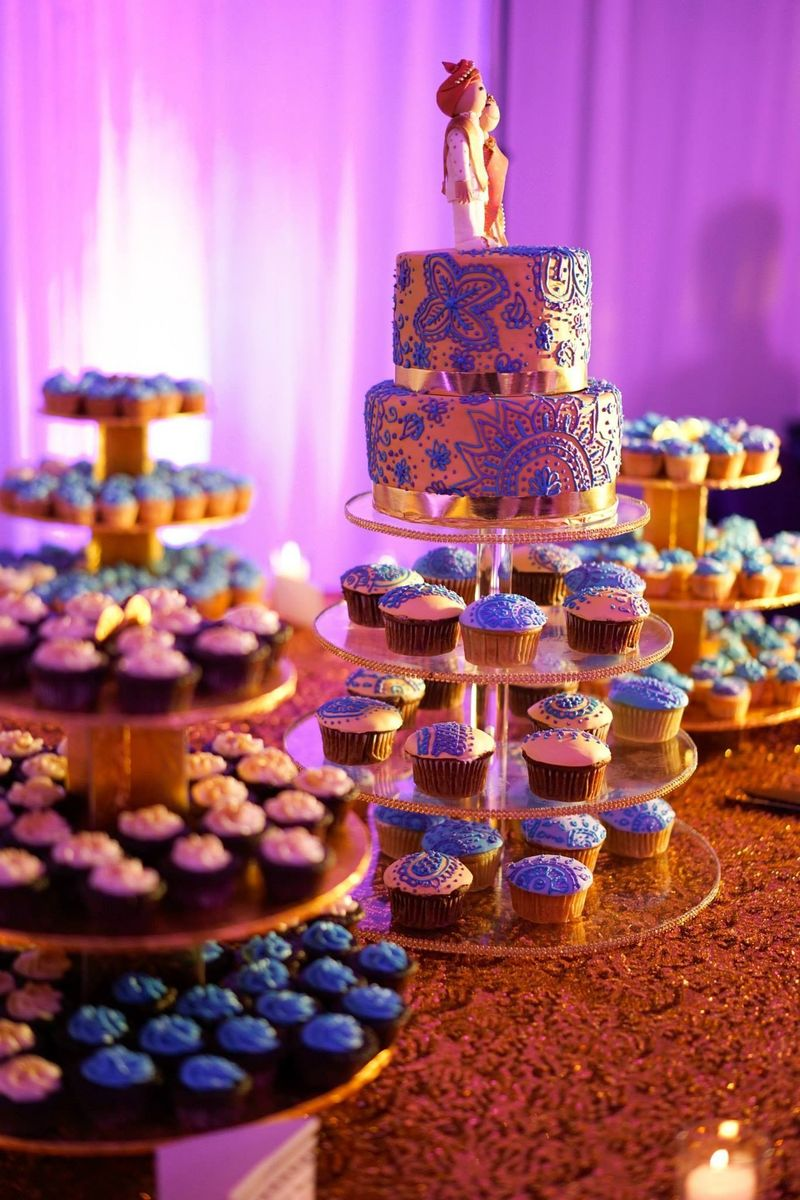cupcake wedding cakes houston tx deelish cupcakes wedding cake houston tx weddingwire 13174