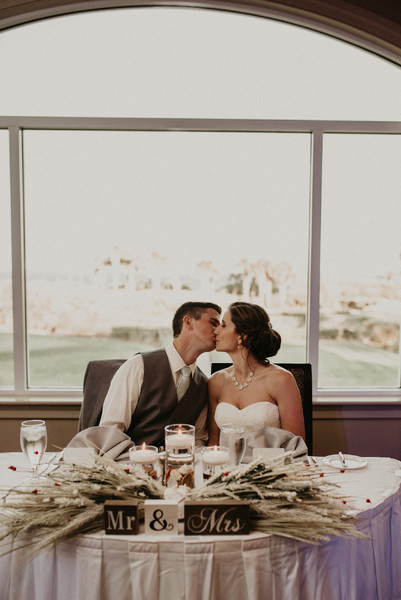 600x600 1501519675295 wedding couple kiss