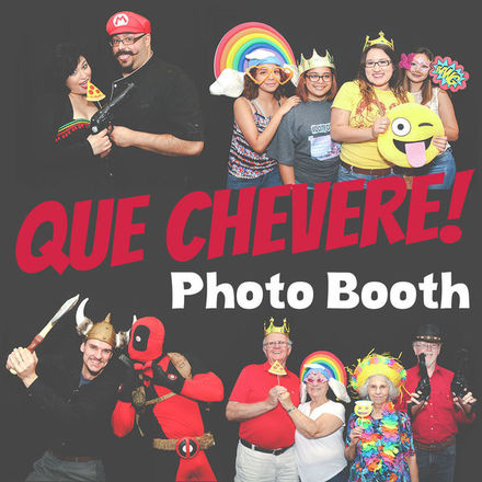 Que Chevere Photo Booth