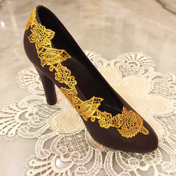 600x600 1508190736601 chocolate pump with gold lace