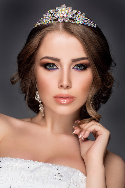 600x600 1514927642416 beautiful woman portrait with jewelry on head