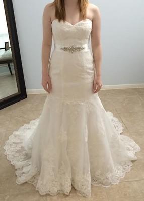 White wedding dress vs ivory wedding dress
