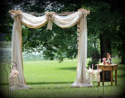do burlap chalkboards and tulle go together weddings etiquette and advice planning style. Black Bedroom Furniture Sets. Home Design Ideas