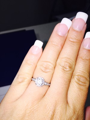 how much did your engagement ring cost weddings etiquette and advice beauty and attire. Black Bedroom Furniture Sets. Home Design Ideas