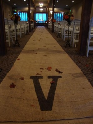 heres a picture of the burlap aisle runner i found online lafeada j my theme is rustic country and im thinking it will go along with my theme well