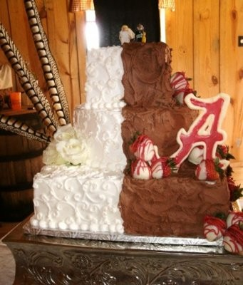 half wedding cake half grooms cake half brides half grooms cake weddings planning 15054