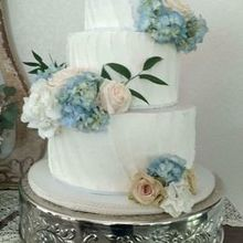 Photo for Milly's Sweet Creations Review - Amaretto wedding cake with fresh flowers.