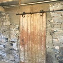 Photo of Melhorn Manor in MOUNT JOY, PA - Rustic Barn Door for taking photos