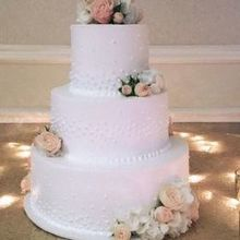 Photo of Blush Custom Weddings in Mentor, OH - Flowers provided by Blush for the cake