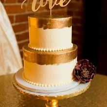 Henny Bs Cakes and Cupcakes Wedding Cake Littleton NH