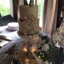 Photo for The Fancy Cake Box Review - My beautiful wedding cake from The Fancy Cake Box!