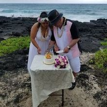 Photo for $285 A Hawaii Wedding .Com Review - Our cake reception