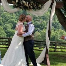 Photo of Richwood on the River in Milton, KY - Beautiful outdoor wedding under the most beautiful tree ever