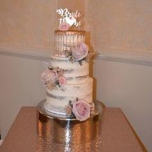 Photo of ANNA ROSE FLORAL & EVENT DESIGN in Haledon, NJ - Roses that added a special touch to our beautiful cake!